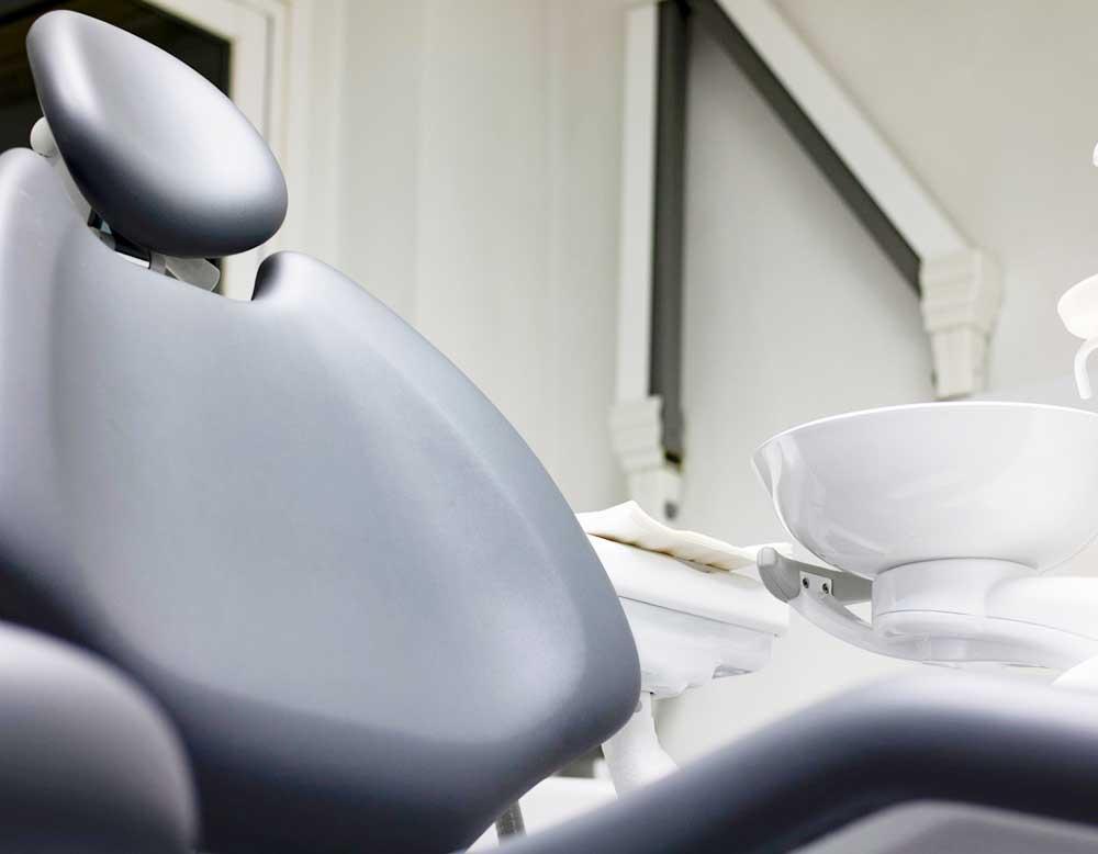 sillón gris instalacionesClínica Sánchez-Campos clínica estética dental